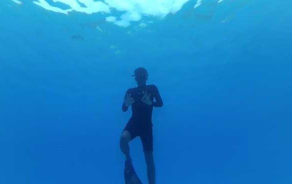 Berenang-di-Laut-yang-Tenang